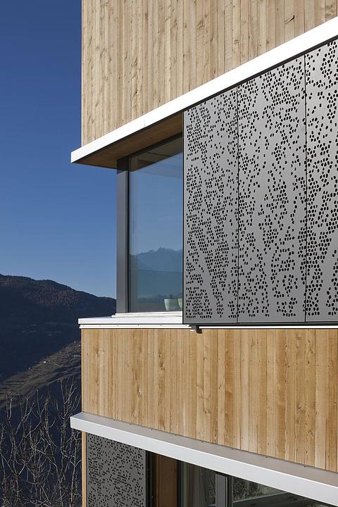 نمای پانچ متال - سایبان نمای ساختمان